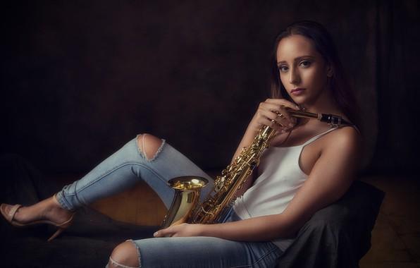 Картинка девушка, музыка, саксофон