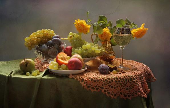 Картинка бокал, яблоко, розы, виноград, фрукты, натюрморт, персики, слива