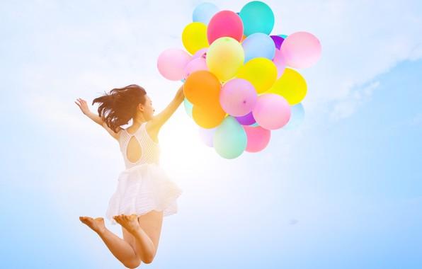 Картинка песок, море, пляж, лето, девушка, солнце, счастье, воздушные шары, отдых, colorful, girl, summer, sunshine, happy, …