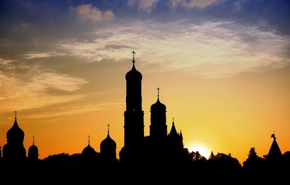 Картинка пейзаж, закат, город, церковь, башни, храм, Россия, силуЭт, красочно, купола, православие, православный