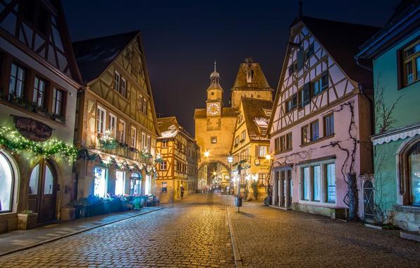 Картинка улица, здания, башня, дома, ворота, Германия, Бавария, мостовая, Germany, Bavaria, Ротенбург-об-дер-Таубер, Markusturm tower, Rödergasse, Башня ...