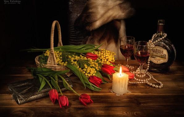 Картинка свеча, ожерелье, бокалы, тюльпаны, 8 Марта, мимоза