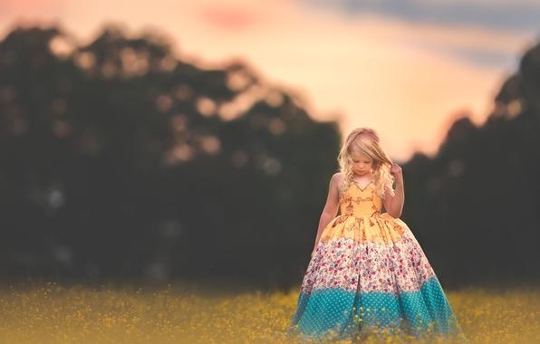Картинка цветы, настроение, платье, луг, девочка, локоны