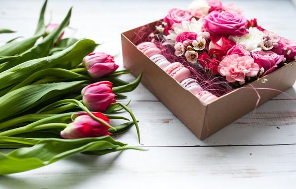 Картинка цветы, коробка, розы, букет, тюльпаны, розовые, flower, wood, макаруны, beauti