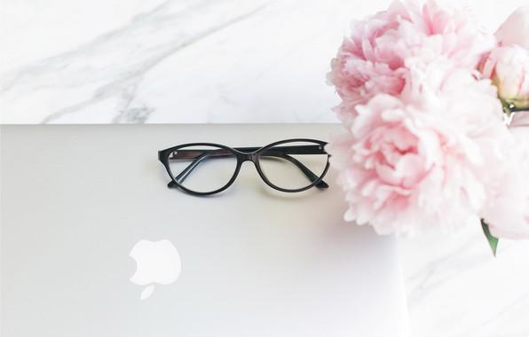 Картинка цветы, apple, букет, очки, ноутбук, мрамор, pink, flowers, пионы, peonies, tender, marble