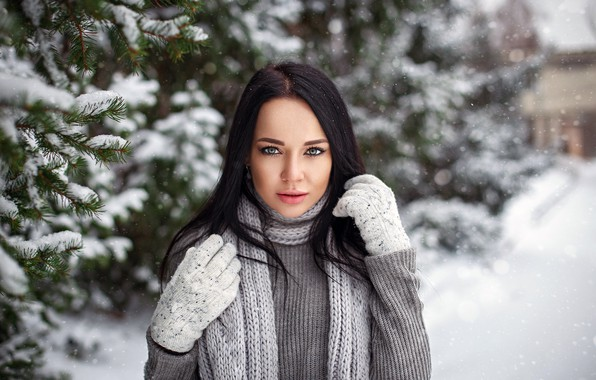 Картинка girl, long hair, photo, photographer, blue eyes, winter, snow, tree, model, beauty, bokeh, lips, face, …