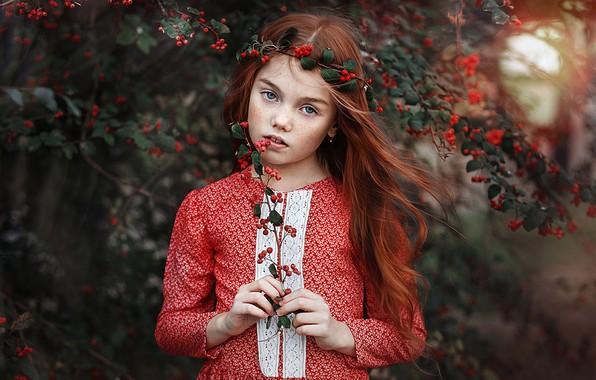 Картинка взгляд, ветки, ягоды, веточка, настроение, волосы, портрет, девочка, веснушки, рыжая, рыжеволосая, Полина, конопатая