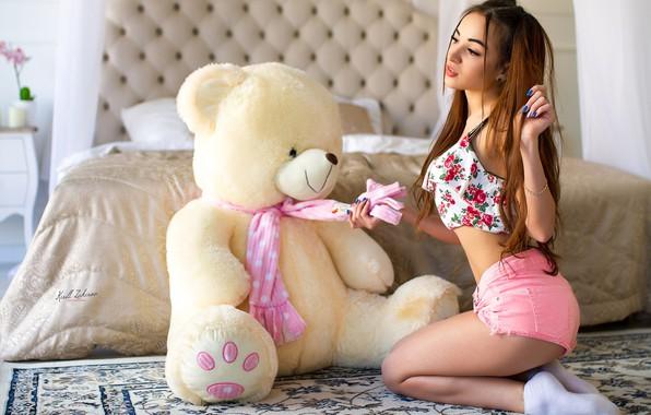 Картинка girl, shorts, long hair, legs, photo, photographer, model, bokeh, face, brunette, bed, body, breasts, teddy …