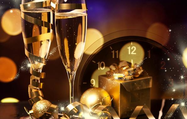 https://img4.goodfon.ru/wallpaper/big/e/f7/decoration-new-year-champagne-gift-novyi-god-chasy-shampansk.jpg