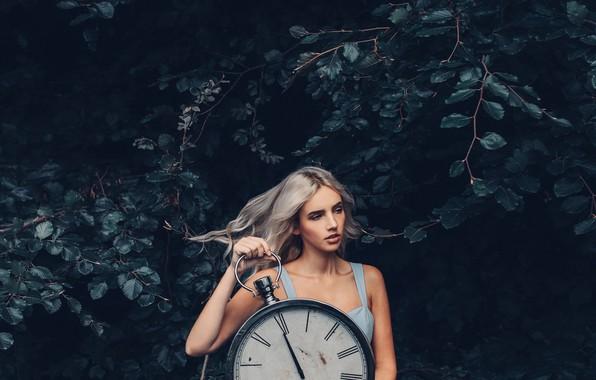 Картинка лес, девушка, часы, ситуация, Lauren Hallworth