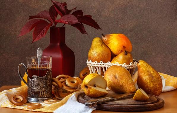 Картинка листья, стакан, стол, чай, ложка, нож, ваза, доска, натюрморт, груши, скатерть, сушки