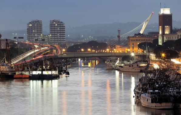Картинка дорога, деревья, мост, огни, река, дома, вечер, фонари, Италия, катера, суда, Abruzzo