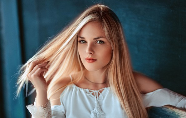 Картинка girl, long hair, photo, photographer, blue eyes, model, bokeh, lips, face, blonde, shirt, portrait, mouth, …