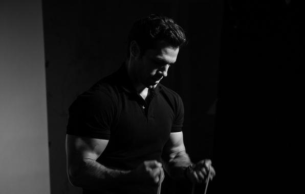 Картинка футболка, актер, черно-белое, мускулы, атлет, бицепс, Henry Cavill, Генри Кавилл, Men's Fitness, Felix