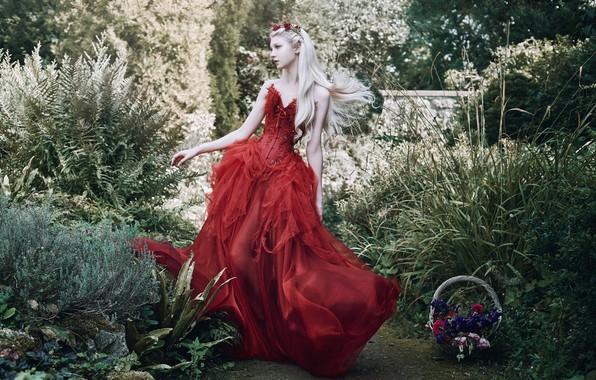 Картинка девушка, поза, стиль, настроение, сад, красное платье, принцесса, длинные волосы, Maria Amanda, Bella Kotak, корзинка …