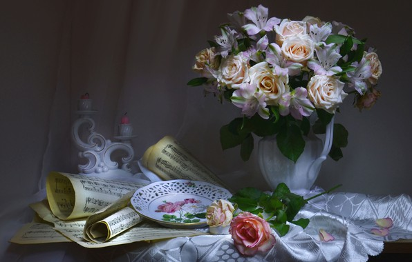 Картинка цветы, стиль, ноты, розы, букет, свечи, тарелка, скатерть, подсвечник, альстрёмерия