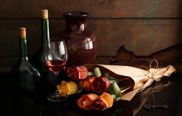 Картинка стиль, вино, бокал, розы, букет, ваза, бутылки, натюрморт, бумажные цветы