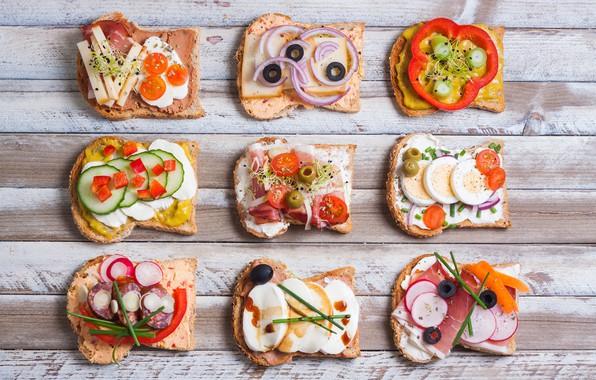 Картинка яйца, сыр, лук, хлеб, перец, помидоры, оливки, соус, колбаса, бекон, бутерброды