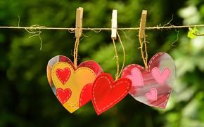 Картинка любовь, природа, фон, красное, яркие, сердце, позитив, веревка, сердечки, три, розовые, ярко, желтое, валентинка, сердечко, …