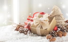 Картинка ленты, подарки, white, christmas, орехи, шишки, Golden, gift, bow, палочки корицы, baubles, Valeria Aksakova