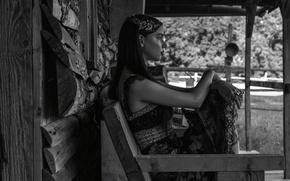 Картинка украшения, модель, макияж, платье, лавочка, прическа, черно-белое, фотосессия, изба, Hunger, Аня Тейлор-Джой, Anya Taylor-Joy, Paul …