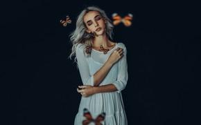 Обои тёмный фон, настроение, девушка, бабочки