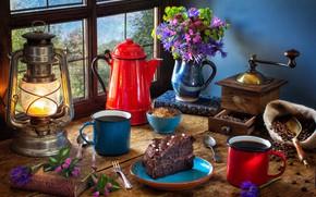 Обои кофемолка, фонарь, натюрморт, тортик, лампа, кофе, кружки, букет, окно, стиль, книги, кофейные зёрна, кофейник, цветы