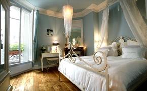 Картинка кровать, интерьер, подушки, зеркало, люстра, камин, спальня