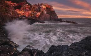 Обои скалы, волны, поселок, дома, море