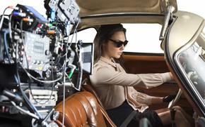 Картинка машина, актриса, очки, автомобиль, салон, Gal Gadot
