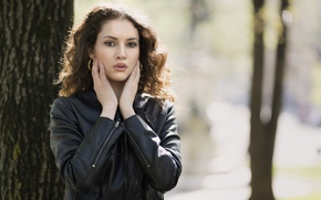 Картинка лицо, фон, модель, волосы, руки, Chiara