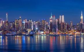 Картинка ночь, огни, побережье, здания, Нью-Йорк, небоскребы, панорама, залив, США, причалы