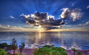 Обои облака, набережная, HDR, солнце, море, побережье, деревья, дорога, горизонт, небо, лучи, Монако