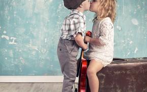 Обои мальчик, девочка, чемодан, kiss, children, boy and girl