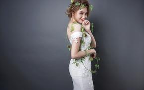 Картинка девушка, улыбка, платье, азиатка, венок