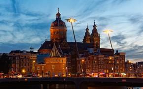 Картинка небо, мост, огни, река, здания, дома, вечер, Амстердам, фонари, Нидерланды, дворец