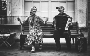 Картинка скамейка, бабушка, дедушка, баян