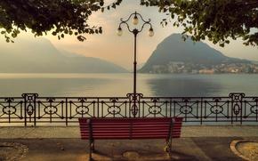 Картинка горы, скамейка, озеро, Швейцария, Альпы, фонарь, набережная, Switzerland, Alps, Lake Lugano, Ticino, Тичино, Lugano, озеро ...