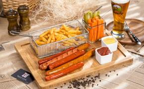 Картинка пиво, овощи, соус, колбаски, картошка фри