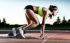 Обои coordination, start, pose, woman, speed, concentration, Training, track, run