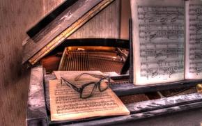Картинка ноты, очки, пианино