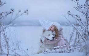 Обои обнимашки, друзья, дружба, настроение, зима, Самоед, собака, девочка