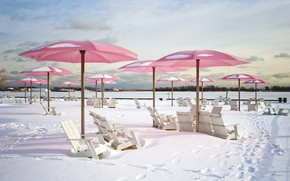 Картинка зима, пляж, снег, кресло, зонт, шезлонг