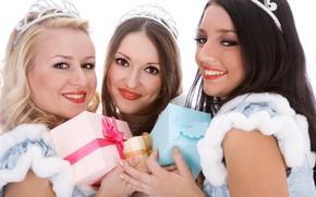 Картинка украшения, настроение, праздник, новый год, рождество, макияж, брюнетка, блондинка, наряд, подарки, три, белый фон, шатенка, …