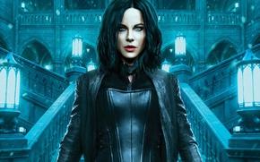 Обои девушка, замок, фантастика, брюнетка, фонари, костюм, лестница, Kate Beckinsale, вампир, Кейт Бекинсейл, в черном, Selene, ...