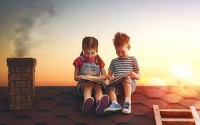 Картинка крыша, закат, дети, дом, мальчик, девочка, книга, girl, друзья, sunset, boy, child, book