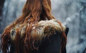 Картинка зима, девушка, снег, снежинки, капюшон, рыжая