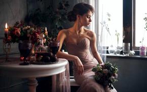 Картинка девушка, цветы, задумчивость, лицо, поза, портрет, букет, платье, брюнетка, прическа, light, красивая, прелесть, плечи, малышка, ...