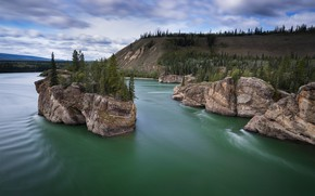 Обои река, Yukon, скалы, Yukon River, Юкон, Река Юкон, Canada, островок, деревья, Канада