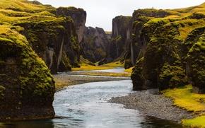 Картинка зелень, камни, скалы, мох, каньон, речка, Исландия, Fjadrargljufur